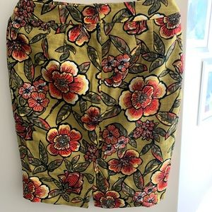 Ann Taylor pencil skirt in floral print size 6